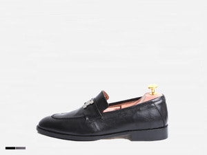 H tassle loafer